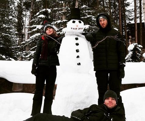 Taylor Swift, boyfriend Calvin Harris build snowman