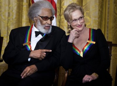 Kennedy Center Honors to remain on CBS until '18
