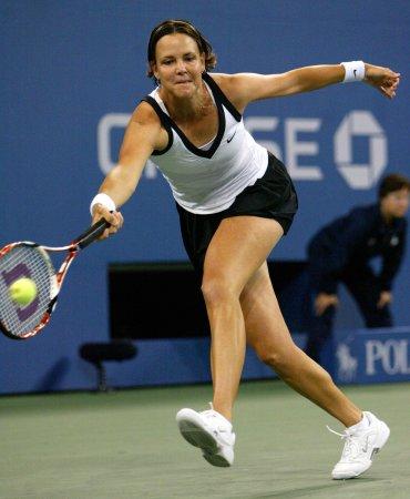 Davenport to play at Australian Open