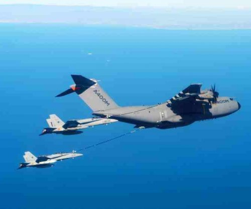 A400M simultaneously refuels jet fighters