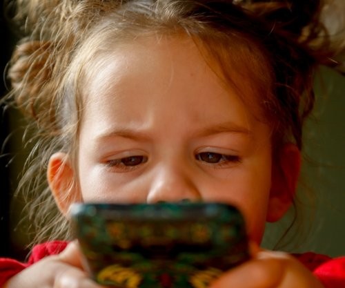 Kids more likely to binge eat the more they stare at screens