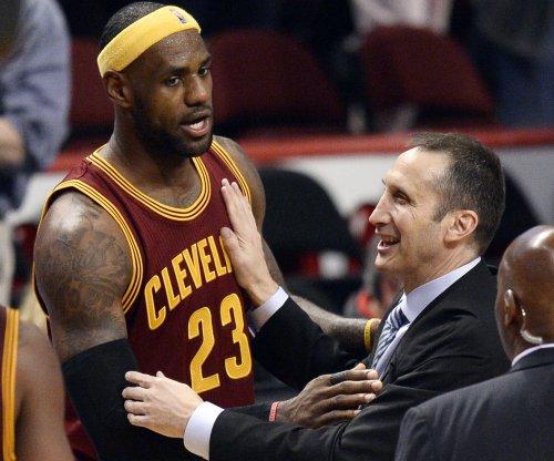 LeBron James pushes coach David Blatt