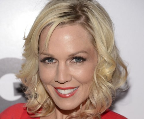 Jennie Garth 'taking time apart' from husband Dave Abrams
