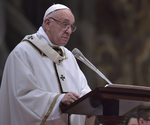 Pope Francis addresses migrant crisis during Christmas Eve mass
