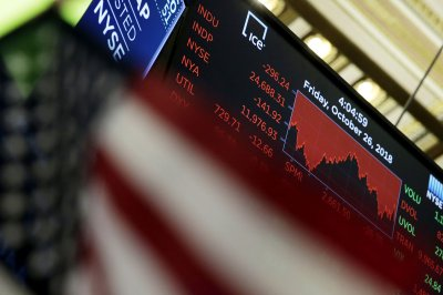 Sliding tech stocks pull Dow Jones down nearly 400 points