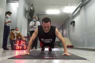 Watch:-Athlete-does-64-hand-release-pushups-in-one-minute-for-new-record