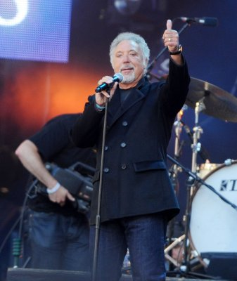 Tom Jones experiences 'heart scare'