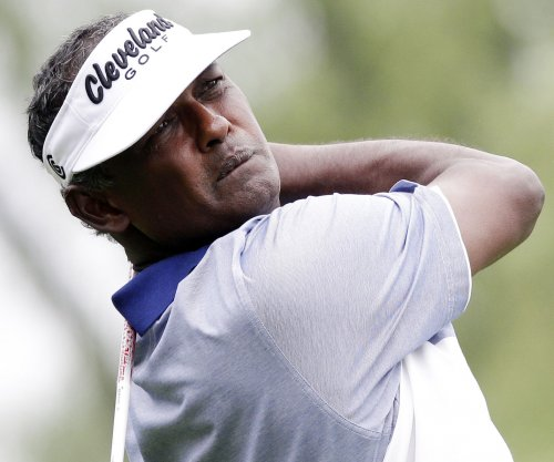 Vijay Singh shares first-round lead at Sony Open
