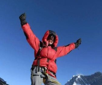 Two dead Everest climbers identified, 30 sick on mountain