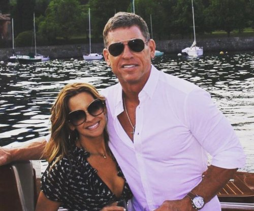 Hall of Fame QB Troy Aikman gets engaged in Italy