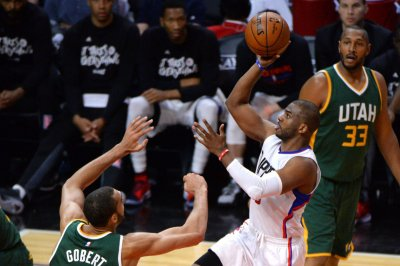 NBA notebook: Chris Paul, Houston Rockets get champs in opener