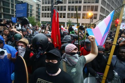 Counterprotesters outnumber 'Unite the Right 2' rally in D.C.