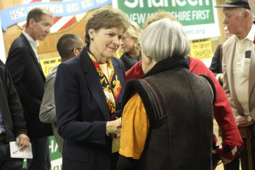 Polls: New Hampshire voters split between Jeanne Shaheen and Scott Brown