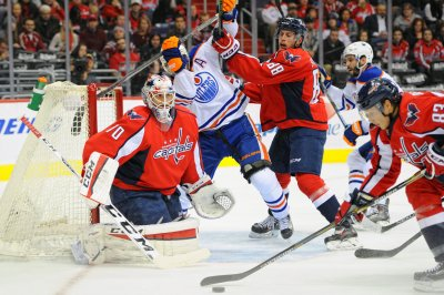 Braden Holtby perfect, Caps blank Oilers