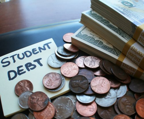 Report: Black, Hispanic women struggle to pay down student loans