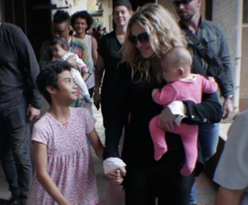 Madonna makes surprise visit to children's shelters in Manila