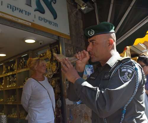 Israel closes border for all Palestinians during Jewish new year