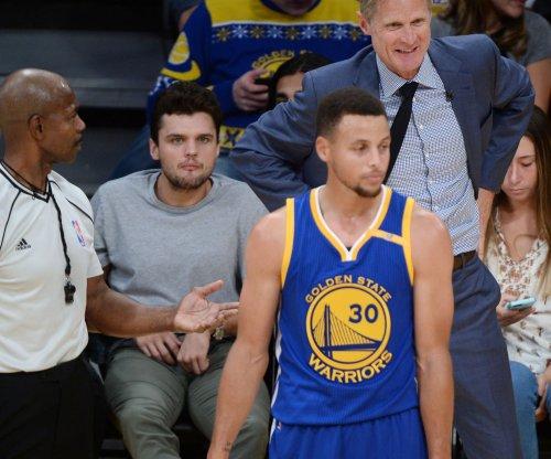 Warriors may be minus Curry vs. Bucks