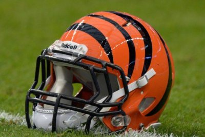 Baker signs with Bengals
