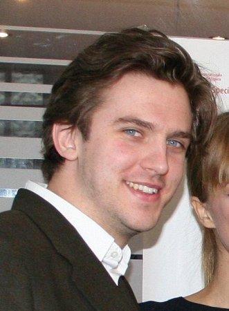 'Downton Abbey's' Dan Stevens to star in 'Heiress' on Broadway