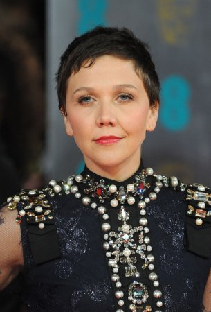 Maggie Gyllenhaal goes back to being a brunette