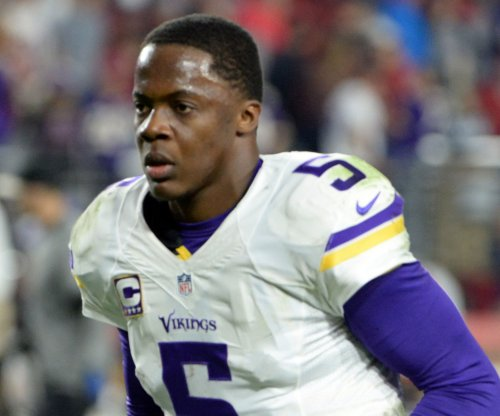 Minnesota Vikings' Teddy Bridgewater sheds knee brace during practice drills