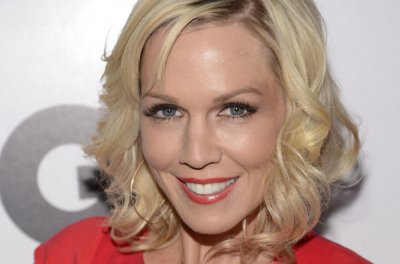 Jennie Garth, Tori Spelling to launch live talk show tour