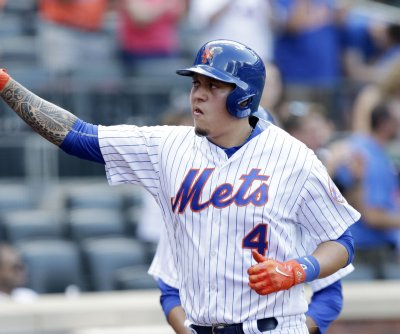 Ex-Mets infielder Wilmer Flores signs two-year deal with Giants
