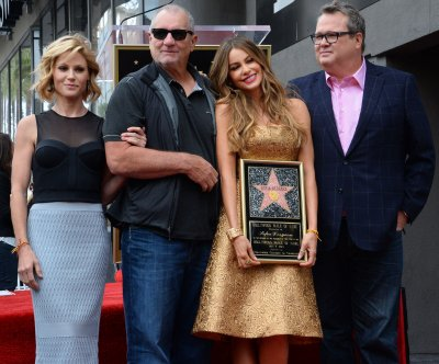 'Modern Family' cast say farewell on 'Kimmel'