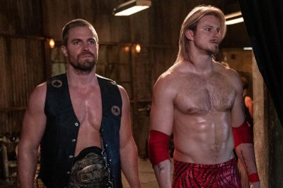 Stephen Amell is a wrestling champion in new photos from 'Heels'
