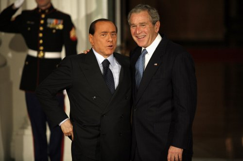 Berlusconi says wife must apologize