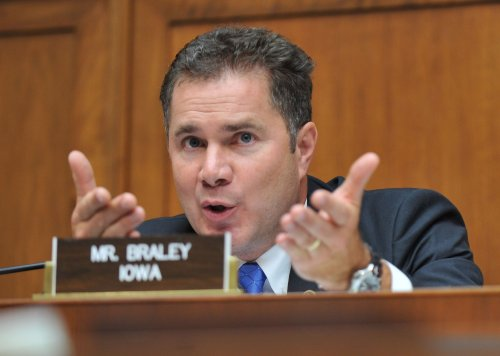 Poll: Braley pulls into late tie with Ernst in Iowa, voter turnout will decide race
