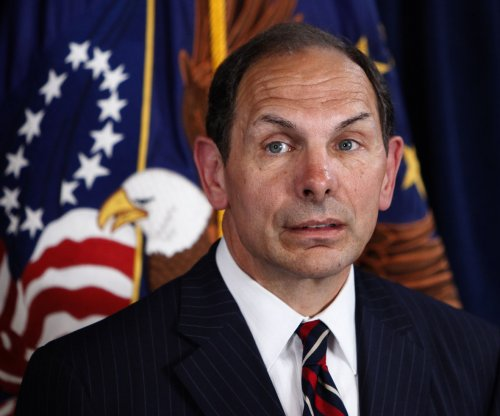 VA Secretary Robert McDonald apologizes for false claim he served in special forces