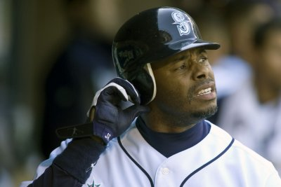 Ken Griffey Jr., Mike Piazza elected to Hall of Fame