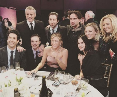 Jennifer Aniston, Courteney Cox reunite with 'Friends'