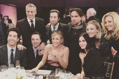 Jennifer Aniston, Courteney Cox reunite with 'Friends'