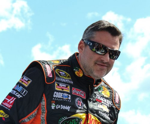 Tony Stewart out of Daytona 500, start of Sprint Cup season with back injury, surgery