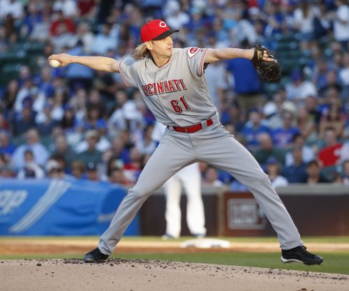 Cincinnati Reds place pitcher Bronson Arroyo, SS Zack Cozart on DL