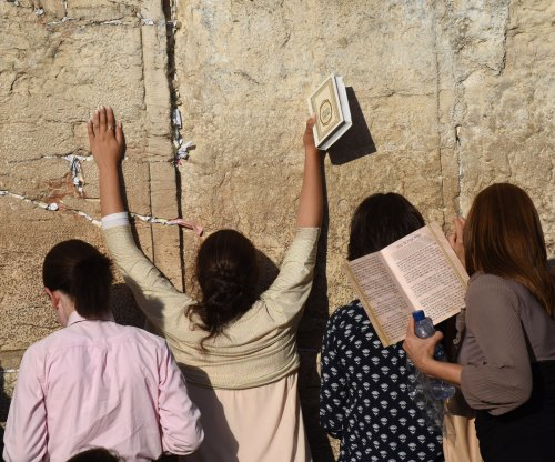 Aggressive searches of women at Western Wall criticized