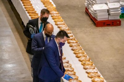 UAE chefs bake world's longest line of pies for Guinness record