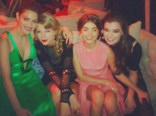 Hailee Steinfeld parties with Taylor Swift, Sarah Hyland at Golden Globes bash