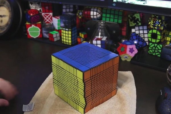 Watch Man Solve World S Biggest Rubik S Cube In 7 5 Hours