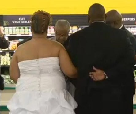 Couple hold Thanksgiving wedding at store where they connected