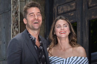 Keri Russell reunites with 'Felicity' costar Scott Speedman on 'Kimmel'