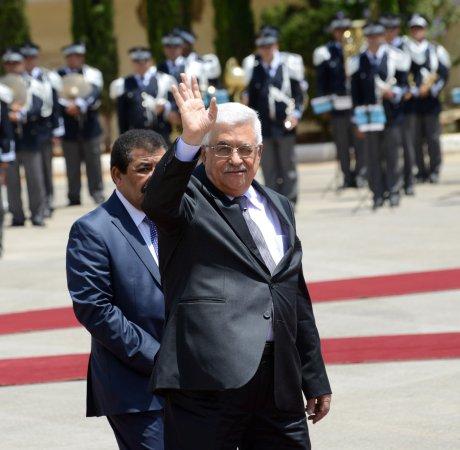 Abbas to visit Cairo