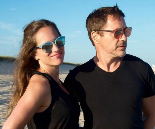 Robert Downey, Jr., wife Susan celebrate 10th wedding anniversary