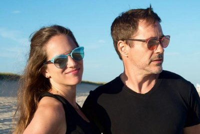 Robert Downey, Jr., wife Susan celebrate 10th wedding anniversary