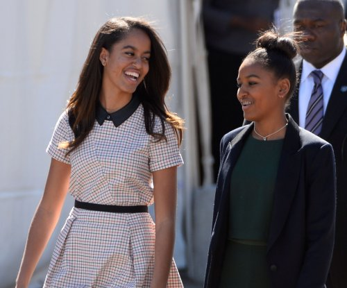 Obama and first family to remain in D.C. while daughter finishes high school