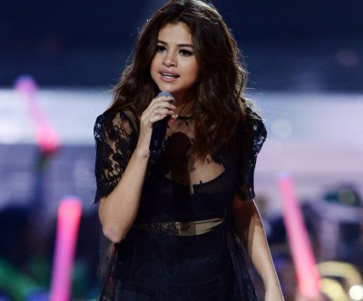 Selena Gomez to donate proceeds from tour to Lupus research