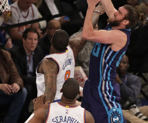 Charlotte Hornets get Miles Plumlee from Milwaukee Bucks for Spencer Hawes, Roy Hibbert